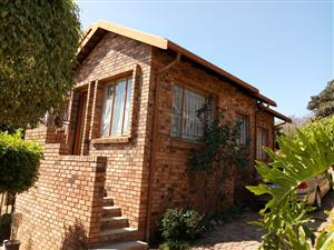 3 BEDROOMS FOR SALE MABOPANE M EXT 2 R400 000.00 CALL QUINTON @ 0723325794 / 0127000100