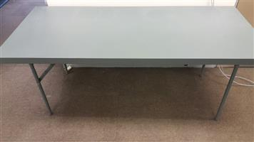 Foldable canteen tables