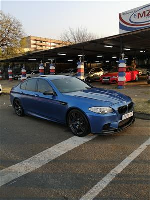 2013 BMW M5 sedan M5 M DCT (F90)