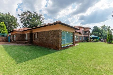 House For Sale in KANONKOP