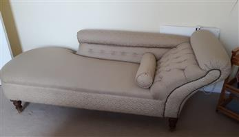 Beautiful Chaise Lounge - Mint condition