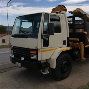 8 ton truck with 3 ton crane