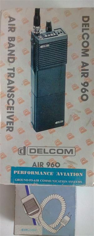 Aircraft portable air band transceiver