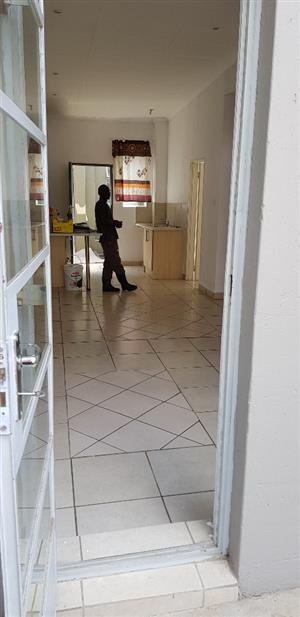 BUCCLEUCH SANDTON 2 BEDROOMED APARTMENT TO RENT