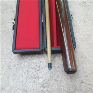 2 piece pool cue in case. 1.45m length.  Very good condition.