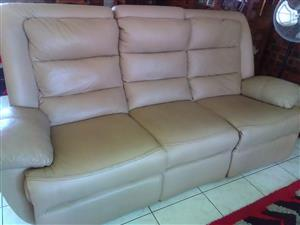 6 Seater Reclining Leather Lounge Suite
