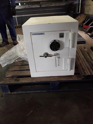 BRAND NEW Cash Safe - 380 SEC 2 ADM No. 1