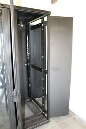 5 x Modrac 42U Free-standing Server Cabinets | 2000mm(h) x 600mm(w) x 1000mm(d)