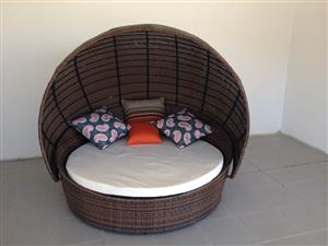 LOVELY LOUNGER WITH CANOPY CANE