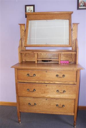 Antique Oak wood dresser / dressing table, 3 drawer