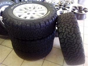 Toyota hilux twin spoke 17'' with 265/65/17 BF Goodrich used tyres R10500 set.