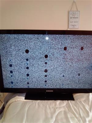 SAMSUNG TV 50inc available flat screen for sale