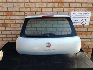 Fiat Punto tailgate complete with glass
