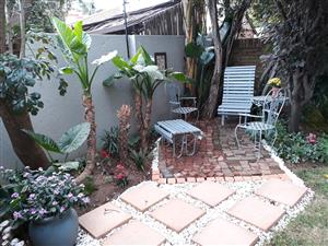 MODERN, CLEAN, SAFE, Private & Peaceful, 1 Bedroom FURNISHED Garden Flat with Garden & Shaded Patio