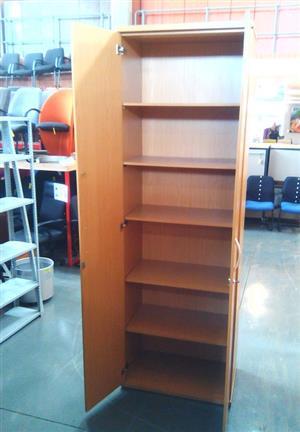 Oak 2 dr Cabinet with 3 shelves