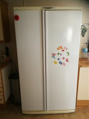 Side by side Yskas fridge /Freezer for Sale te kooo
