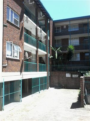 Spacious 3 bed flat to rent in Mondeor