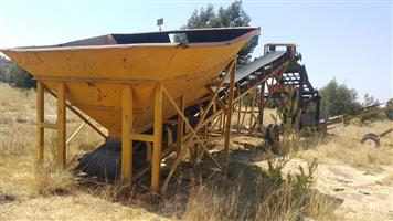 12m mobile conveyor with large feed hopper