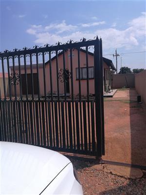 2 bedroom to rent in protea glen ext 13