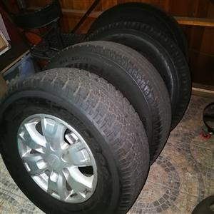 Ford Ranged 4 original rims with tyres 255/70/16