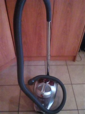 HOOVER POWER 5 - 2000W CYLINDER VACUUM CLEANER