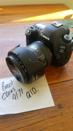 UP fOR sale Canon 5D Mark IV complete kit