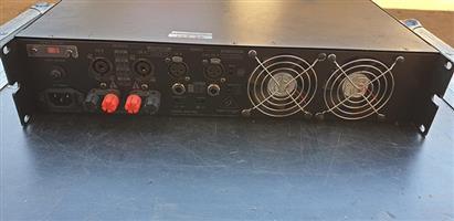 Beringer KM1700 amp