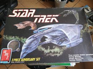 AMT - Star Trek - 3 Piece Adversary Set - Scale Model Kit