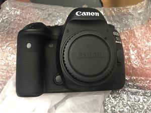 Canon 5D Mark IV And  EF 24-105mm IS USM zoom lens