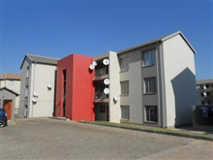 Fleurhoff 2bedrooms, bathroom, kitchen, lounge, Rental R2849 pre-paid electricity