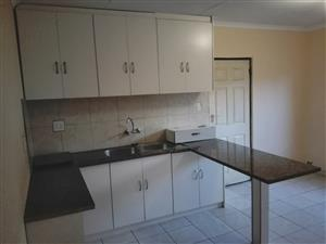 Spacious granny cottage available in Lenasia South