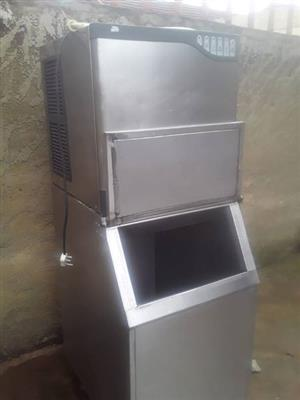 Ice maker MV300 220KG WITH BIN