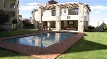 Bryanston - Stunning 2 bedrooms 2 bathrooms penthouse available R14200