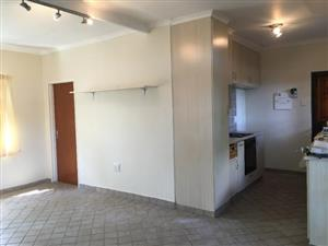 Bosmont 1bedroomed flat to rent for R3000