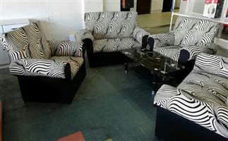 Bargain !! Brand New 4 Piece Lounge Suite