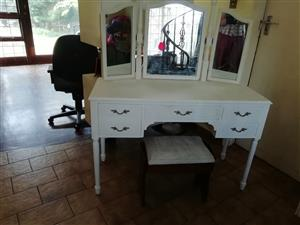 Dressing table with 3 mirrors and 4 draws