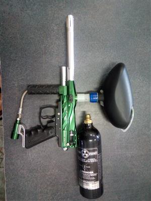 Paintball Marker Spyder Victor   Includes : Hopper/ Feeder     1 x 20oz  Gasbottle  In prestine working condition