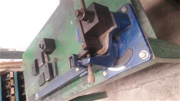 Busbar bending machine