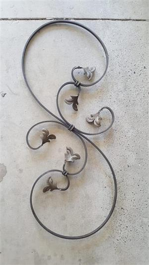 Steel leaf wall mounted decor piece