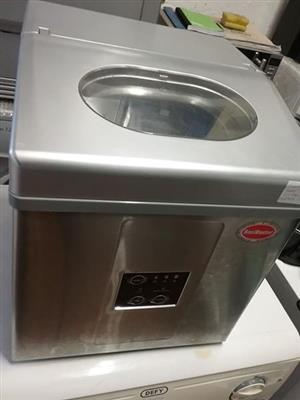 A 15kg icemaker