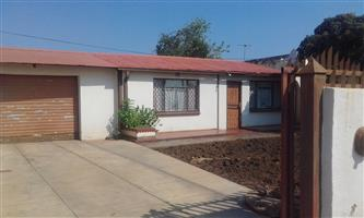 2 BEDROOMS WITH 2 BACK YARD ROOMS FOR SALE GA-RANKUWA ZONE 16 R270 000.00 CALL QUINTO @ 0723325794 / 0127000100