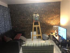 Cosy 1 Bedroom flat – R4800 p/m Rhodesdene Kby.