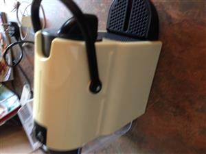 NESPRESSO INISSIA COFFEE MACHINE WHITE WITH REMAINING GUARANTEE R799.00