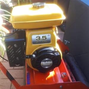 Professional Lawnmover EY 13.5 Robin engine.