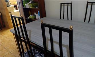 Tafel en stoele