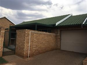 Simplex townhouse to rent in Highveld Estates