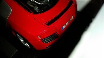 1/18 scale Audi R8