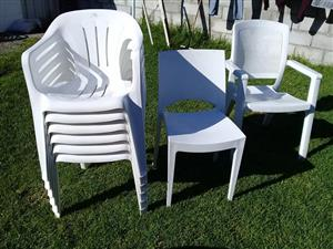 8x plastic chairs 2x metal oak chairs for sale.