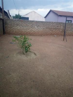 2bedrooms house with a spacious stand in soshanguve Gg