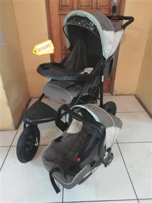 Grey Chelino pram and carrier